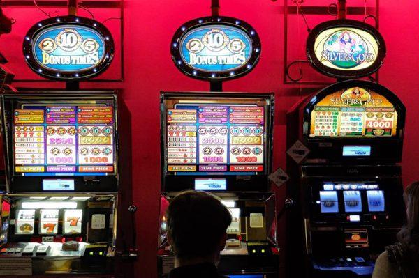 Казино онлайн – играть бесплатно в онлайн казино Делюкс